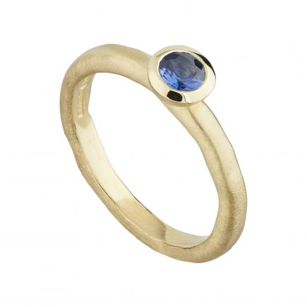 18ct yellow gold and blue sapphire Molten ring