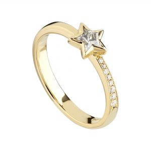 18ct yellow gold and 0.31pt Star diamond with a diamond-set shoulder