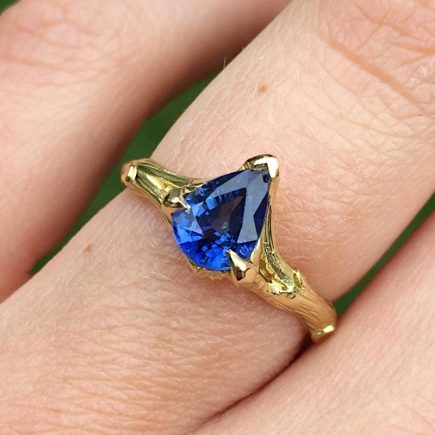18ct yellow gold Woodland ring with pear-shaped blue sapphire