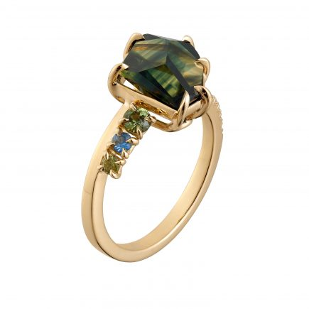 18ct yellow fairtrade gold and Freeform Australian sapphire ring