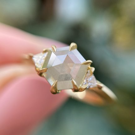 18ct yellow gold and hexagon rose-cut diamond trilogy ring