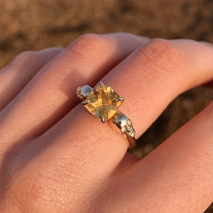 9ct yellow gold and Citrine double-skull ring