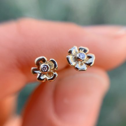 Tiny 18ct Yellow gold Flower ear-studs with white diamonds