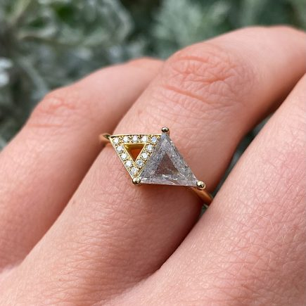 18ct Yellow Gold Double Triangle Ring with 1.24ct Salt and Pepper Diamond and Grain set Diamond detail